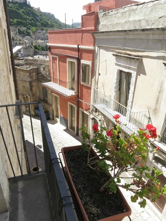 Locanda Don Serafino : View from balcony of room #2 (most rooms are on or above this Via XI Febb.)