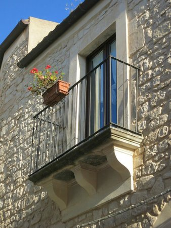 Locanda Don Serafino : Typical balcony of upstairs rooms (#2 here) overlooking alley-like Via XI Febb.