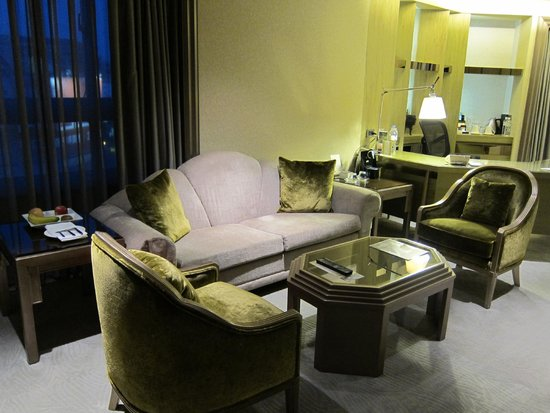 The Landis Taipei : Corner Suite (living room)