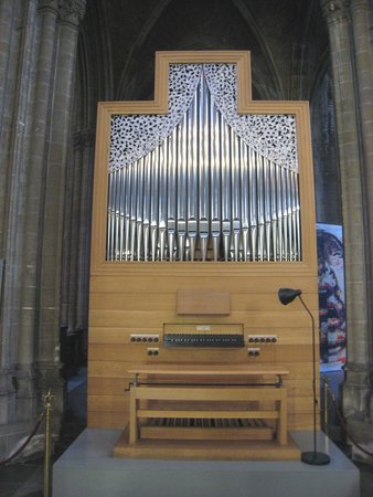 Church of Saint Peter and Saint Paul : Fine musical piece