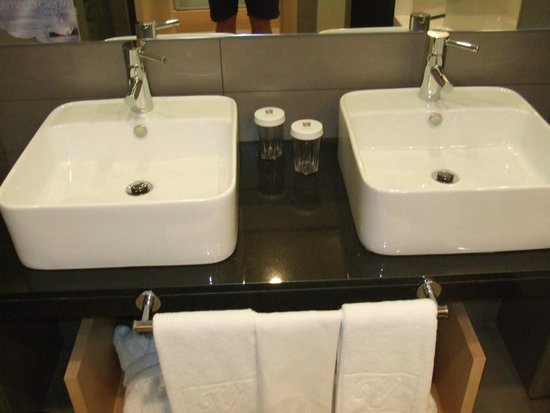 Vincci Seleccion Posada del Patio : Stylish Bathroom