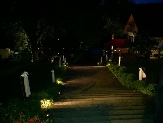Gasthof Schupfen: Treppe hinunter zum Rheinufer
