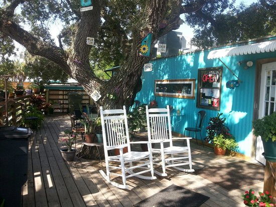 Kelly's AdaBlue Cafe: Front porch