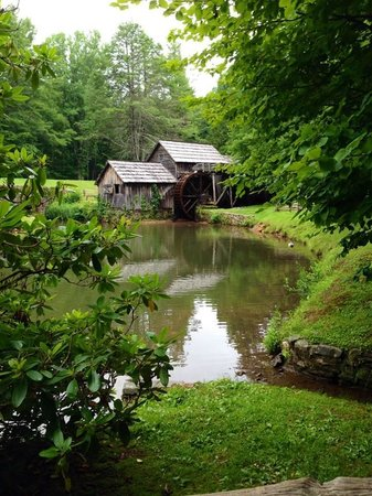 Blue Ridge Manor Bed and Breakfast : Mabry Mill. Short drive from the B&B off the historic Blue Ridge Parkway.