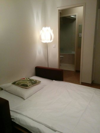 Flower's Boardinghouse Mitte: Beautiful extra bed place.