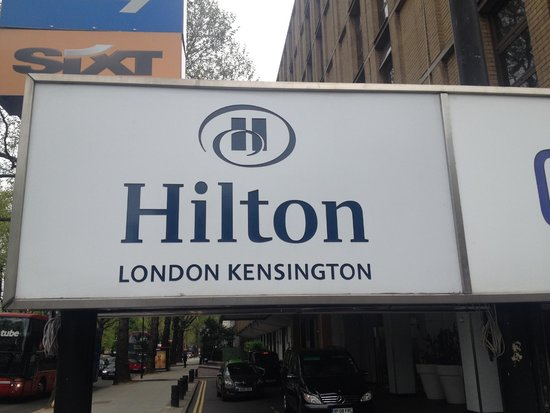 Hilton London Kensington: The entrance of the hotel