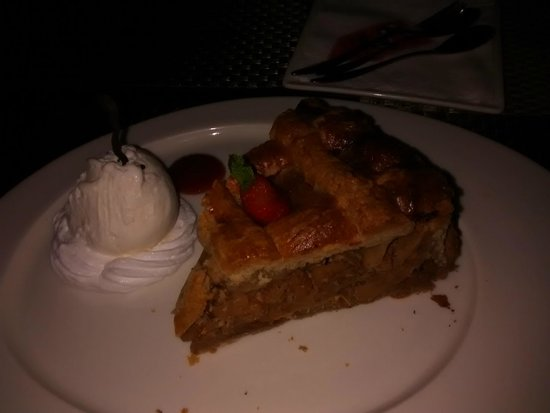 Brew Bistro & Lounge : apple pie and ice cream