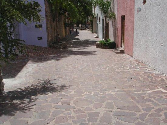 Casa Mision de San Miguel: Alley