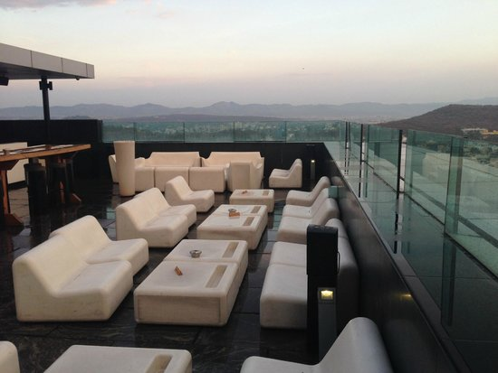 JW Marriott Hotel Pune : paasha outdoor seating