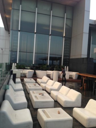 JW Marriott Hotel Pune : outddor seating