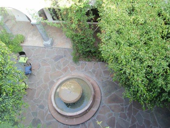 Casa Mision de San Miguel: Courtyard