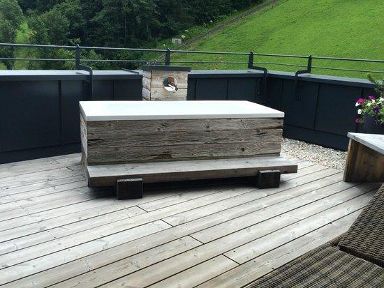 Das.Goldberg : Die Badewanne auf der Terrasse
