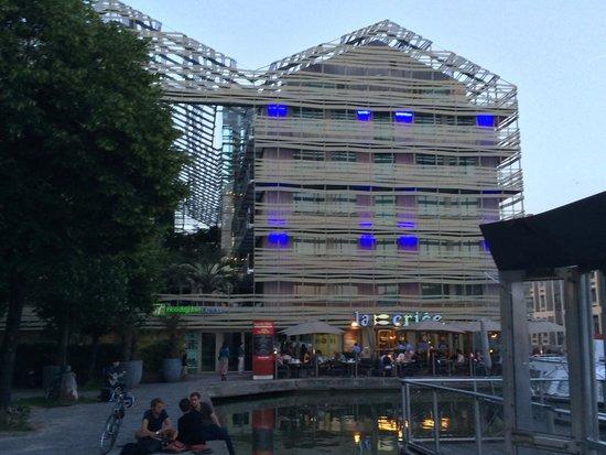 Holiday Inn Express Paris-Canal de la Villette : From along the canal