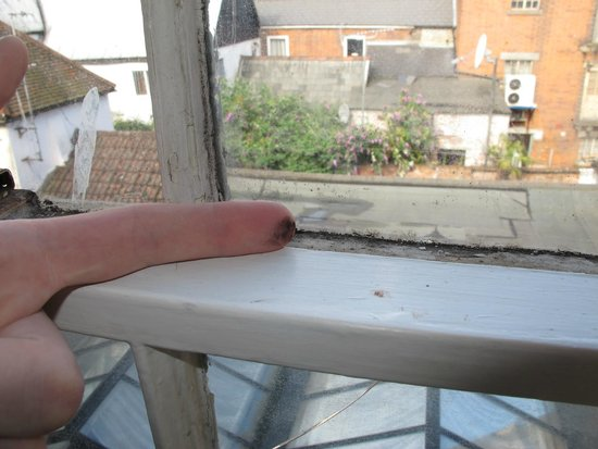 George Hotel of Colchester: Dirty - Dirty Windows