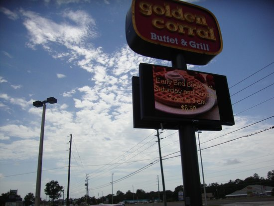 Golden Corral: Sign