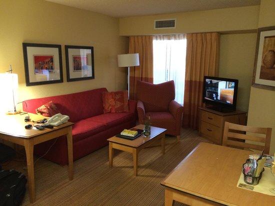 Residence Inn Albuquerque North: Living area