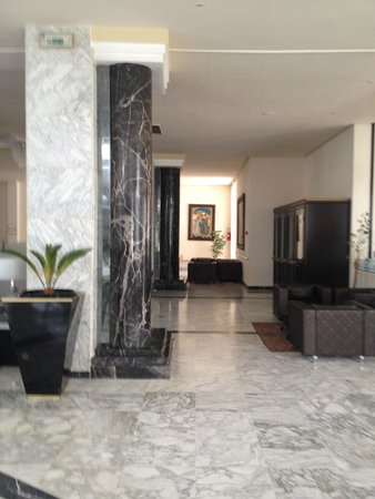 Ramada Liberty Resort Hotel: Reception Area