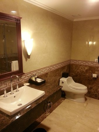 Rex Hotel: Bathroom