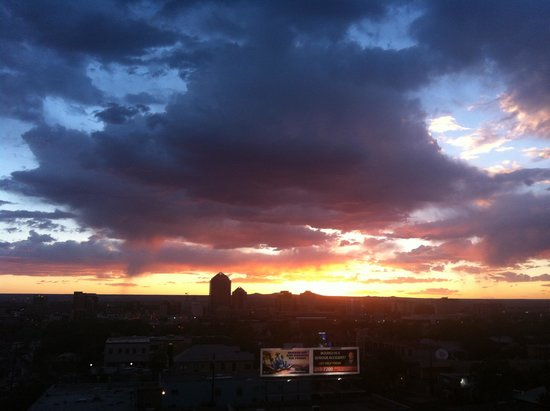 Hotel Parq Central: Sunset from rooftop bar at Parq Central