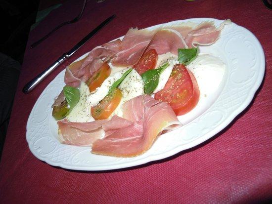 Pizzeria Sa Macinera: Mozzarella, Schinken und Tomaten