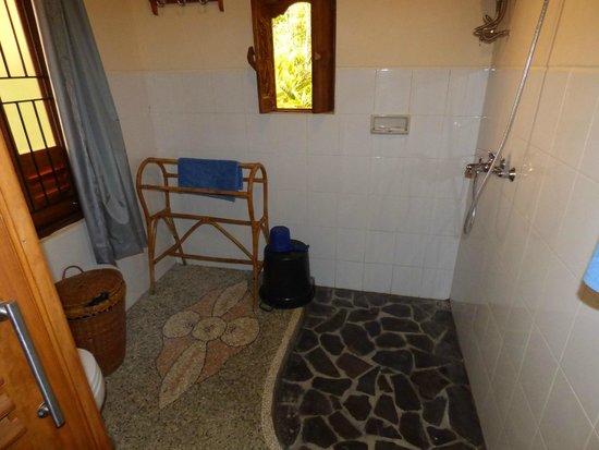 Puri Lumbung Cottages: Salle de bain