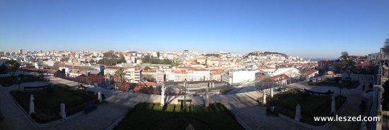 Bairro Alto : Vue panoramique sur Lisbonne depuis Miradouro Sao Pedro de Alcantara