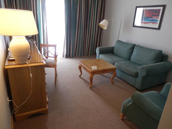 XQ El Palacete: Suite 55 lounge with sliding door onto terrace