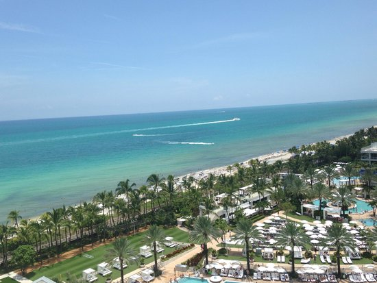 Fontainebleau Miami Beach: I actually took this photo, it just looks that nice usually.