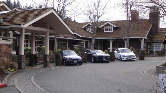 Salish Lodge & Spa: Parking lot, front area