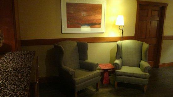 Salish Lodge & Spa: Nice spot on library