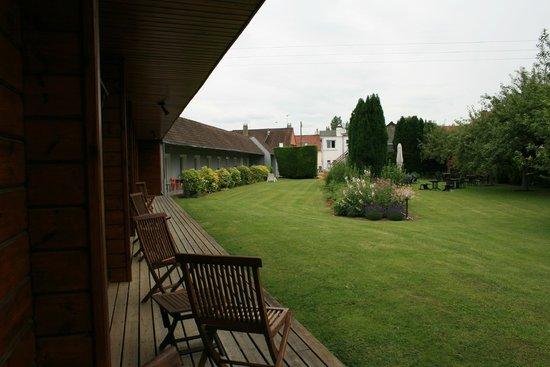 Les Trois Fontaines: Covered veranda
