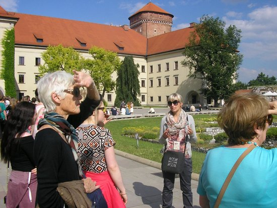 Krakow Free Walkative Tour: castle courtyard with Ade our guide
