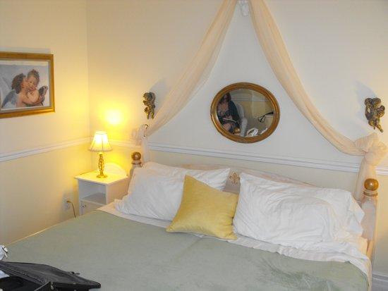 The Parrsboro Mansion Inn: Classic Citrus Room