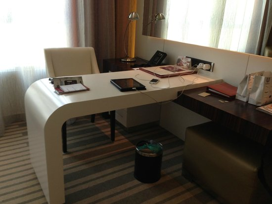 Auris Plaza Hotel: beautiful desktop