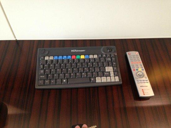 Auris Plaza Hotel: remote control