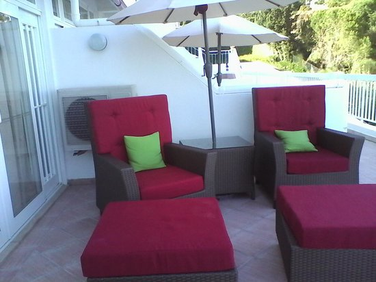 Clube Praia da Oura: Comfort on the Patio