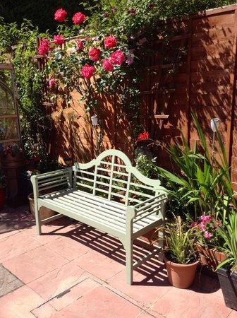 Catnap Corner: Garden