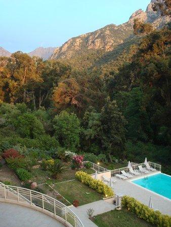 Hotel et Residence Costa Rossa: Superbe vue de la terrasse de la chambre