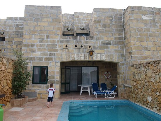 Bellavista Farmhouses Gozo: Looking back from the pool on the house
