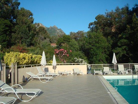 Hotel et Residence Costa Rossa: Vue de la piscine