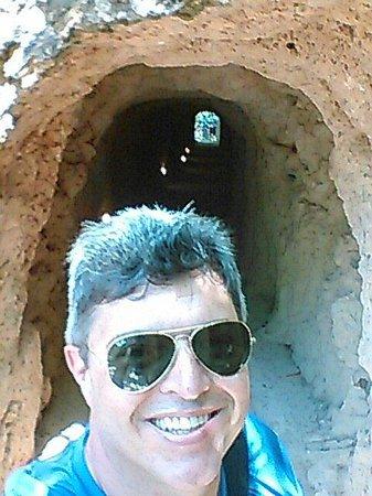Monasterio de Piedra: Uma das grutas do parque.