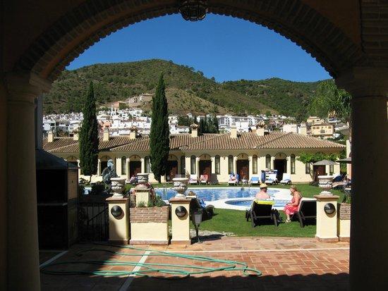 Gran Hotel Benahavis: Pool with bungalows