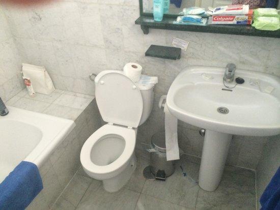 Marola Portosin: Clean bathroom