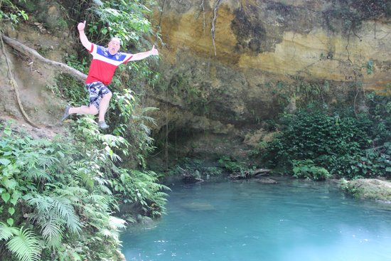 Peat Taylor Tours: Cool Blue Hole