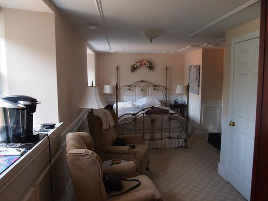BranCliff Inn: Allison's Room. From bathroom door looking out.
