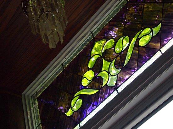 BranCliff Inn: Beautiful stained glass window
