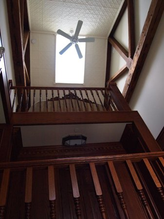 BranCliff Inn: From foyer looking up toward common area