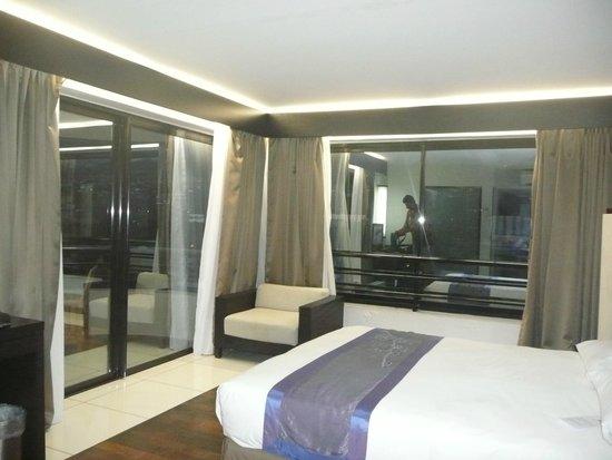 Hotel Tahiti Nui : Chambre d'angle