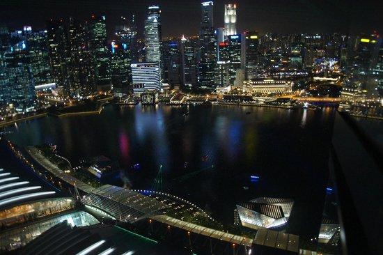 Marina Bay Sands: Byutsikten på kveld