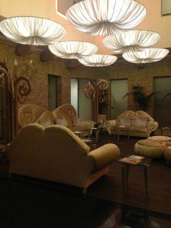 Iberostar Grand Budapest: Lobby sitting area